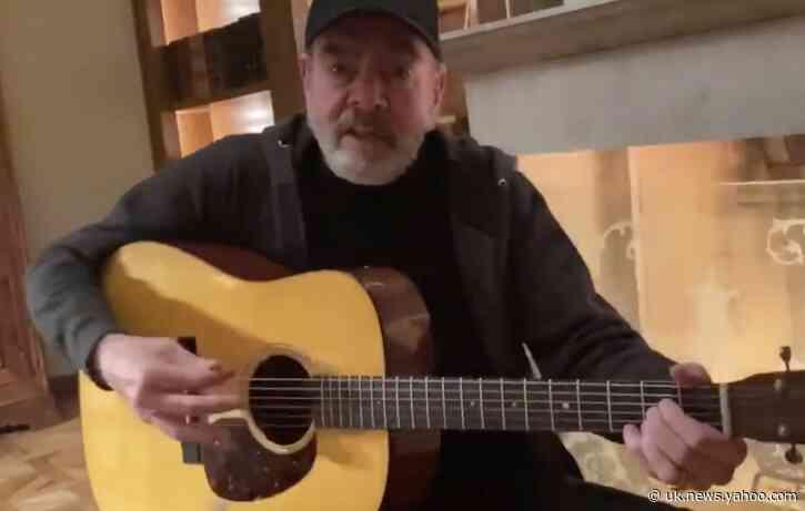 Neil Diamond Changes Lyrics of Sweet Caroline to Encourage Hand Washing