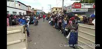 Decenas de haitianos llegan a Dajabón para cruzar a su territorio; permiten su paso - El Masacre