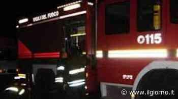Settala, maxi incendio fuori da una ditta: camion distrutti - IL GIORNO