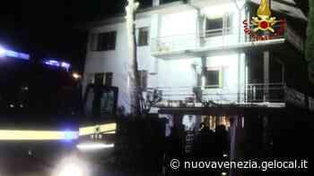 Martellago. Intrappolato nella casa invasa dal fumo, anziano salvato dai pompieri - La Nuova Venezia