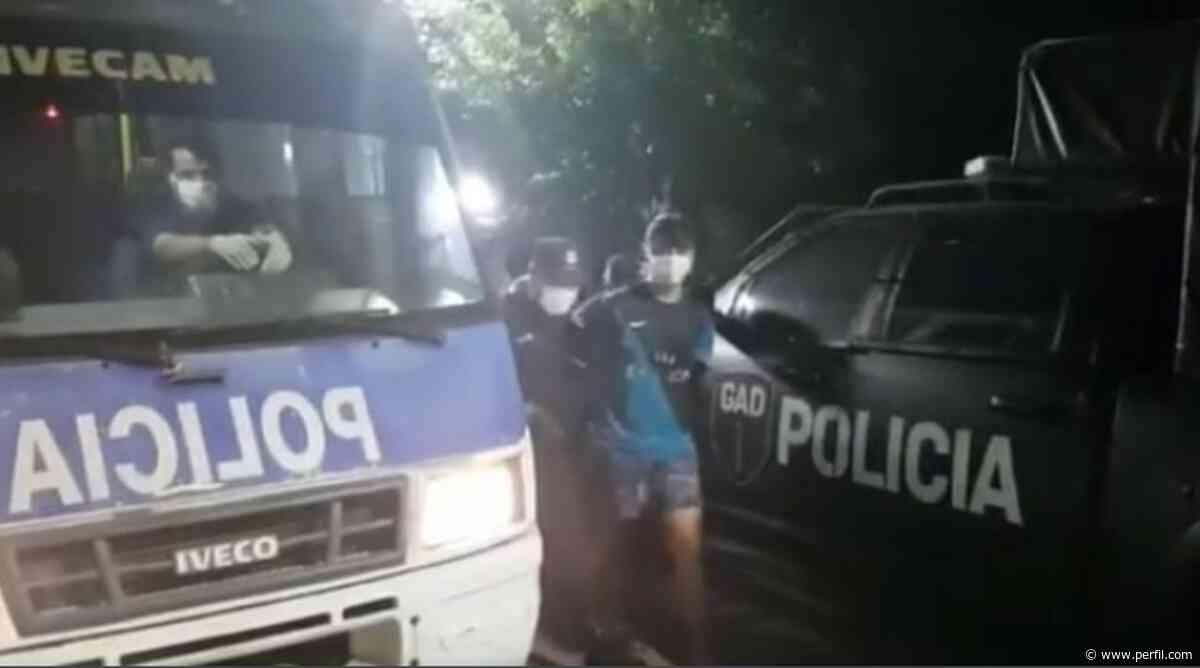 Coronaviris: en Ituzaingo no respetan la cuarentena, apedrean un patrullero e hieren a un policía - Perfil.com