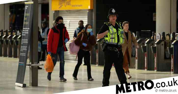 Five hundred police officers patrol rail network to enforce lockdown