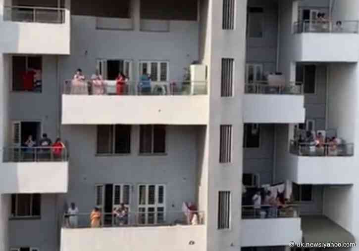 Residents of Pune Raise a Ruckus From Balconies to Cheer on 'Essential' Workers Amid Pandemic