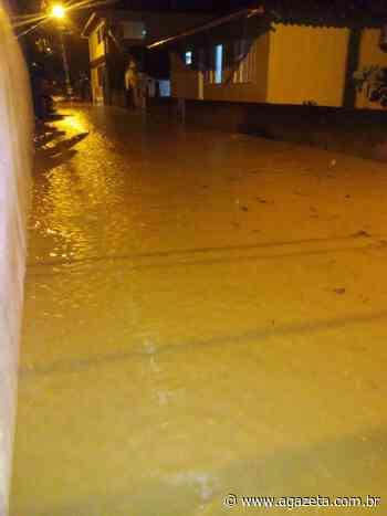 Chuva forte deixa ruas alagadas em distrito de Santa Teresa - A Gazeta ES