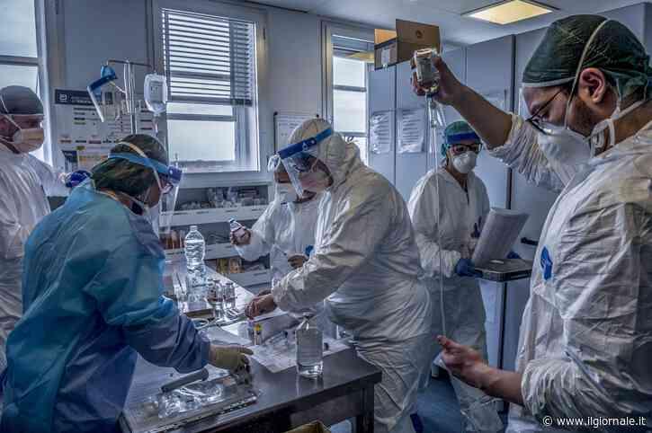 Coronavirus, calano ancora i contagi: 683 morti in un solo giorno
