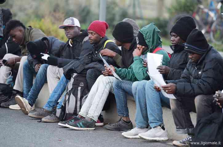 """La circolare del Viminale: """"Permessi di soggiorno dei migranti prorogati fino a giugno"""""""