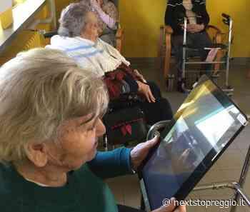 Lontani ma vicini: gli ospiti della Casa protetta di Reggiolo videochiamano i loro cari con il tablet - Next Stop Reggio