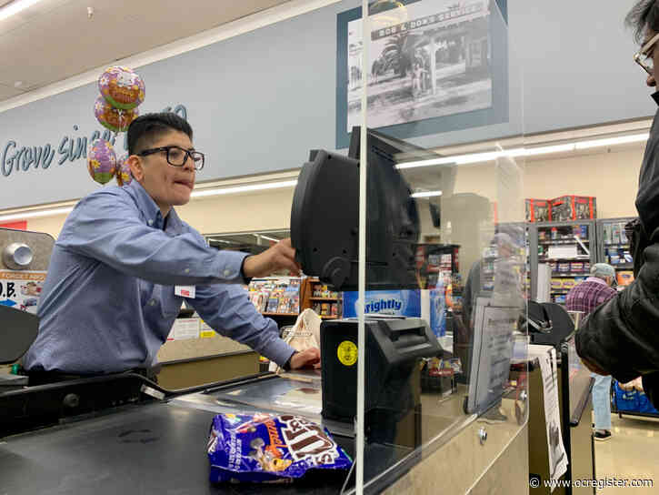 Sneeze guards go up at grocery checkouts as UFCW petitions for coronavirus policy