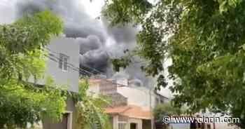 Video: Voraz incendio en una fábrica de Villa Martelli - Clarín