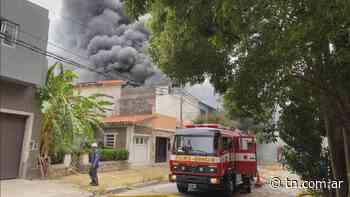 Incendio en una fábrica en Villa Martelli - TN - Todo Noticias