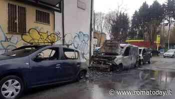 Incendio a Tor Marancia, auto in fiamme nella notte