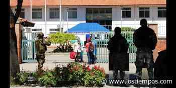 Llegan dos buses de Puerto Quijarro con 76 bolivianos repatriados de Brasil - Los Tiempos