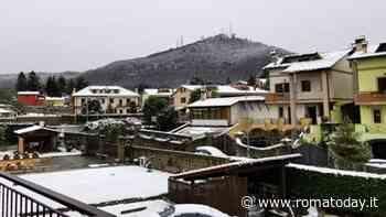 Neve ai Castelli Romani: imbiancati i tetti a Rocca di Papa e Rocca Priora