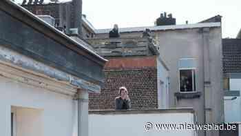 Sarah doet prachtige operagezangen weerklinken over Brusselse daken