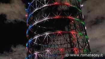 Il Gazometro illuminato col tricolore riaccende la speranza dei romani