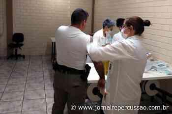 Policiais da Brigada Militar recebem vacina contra a gripe em Sapiranga - Jornal Repercussão