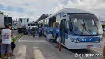 Carreta atinge BRT e acidente deixa três feridos em Igarassu - G1