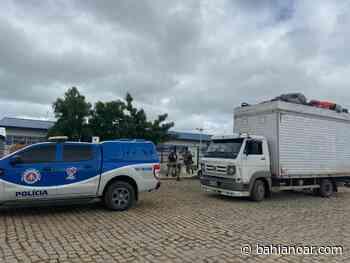 Caminhão baú com 32 pessoas é encontrado pela PM em Serrinha - Bahia No Ar!