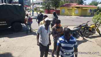 Policías detienen en Dajabón conductor transitaba con personas nacionalidad haitiana - El Masacre