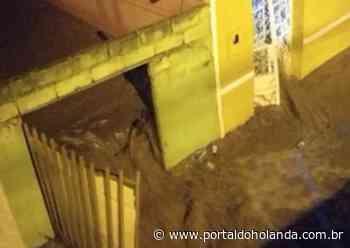 Barreira transborda e lama destrói dezenas de casas em Santana do Ipanema; veja vídeos - Portal do Holanda