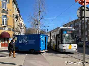 Geen gewonden bij aanrijding tussen tram en bestelwagen - Gazet van Antwerpen