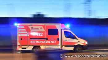 Pistole im Schrank: Rettungskräfte flüchten aus Wohnung - Süddeutsche Zeitung