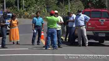 Representantes de Las Palmas, Cañazas y la Comarca Gnäbe Buglé se unen y cierran vía - Telemetro