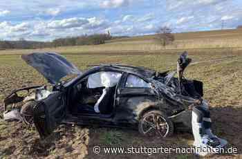 Unfall bei Holzgerlingen - Sportwagen überschlägt sich – Fahrerin schwer verletzt - Stuttgarter Nachrichten