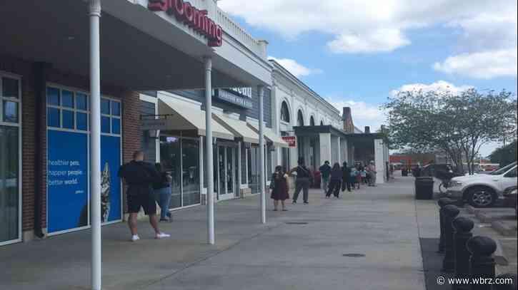 Baton Rouge Trader Joe's practicing social distancing; providing designated senior lines