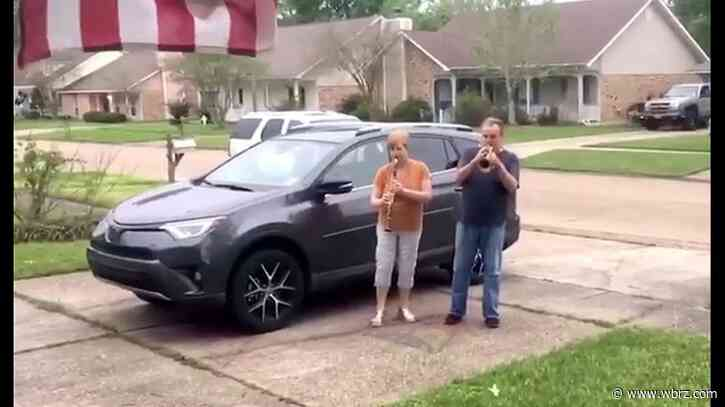 Local grandparents sing their way into your hearts - Viral Video