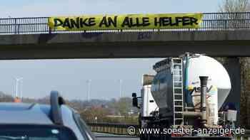 Dankeschön an der Brücke über der B1 in Werl   Werl - Soester Anzeiger