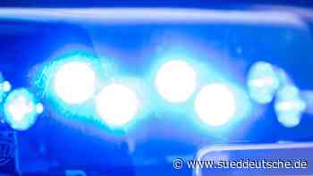 Drei Lkw auf A4 zusammengestoßen: Fahrer eingeklemmt - Süddeutsche Zeitung