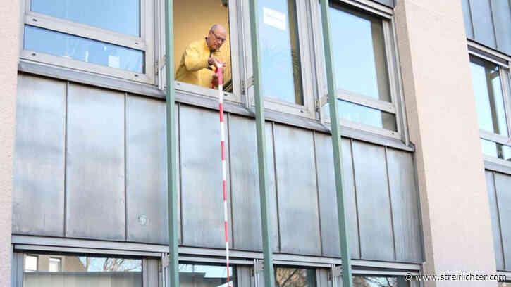 Wegen Coronavirus: Stadtverwaltung Menden (NRW) seilt Akten aus Rathaus ab | Nordrhein-Westfalen - streiflichter.com