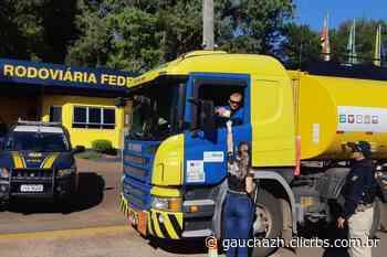 Policiais rodoviários do Vale do Taquari entregam sanduíches a caminhoneiros na BR-386 - Zero Hora