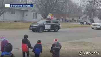 Early Childhood Learning Center in Glencoe connects with students through parade - KSTP