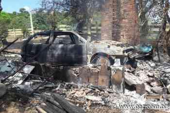 Incêndio atinge garagem e destrói veículo em Arroio do Tigre - GAZ