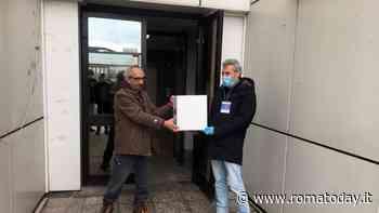 Coronavirus, i volontari di Cinecittà Bene Comune donano 300 mascherine al residence di Capannelle