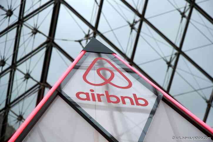 Airbnb hosts to provide free rooms for British health workers