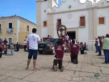 Pela primeira vez a histórica imagem do Senhor do Bonfim, em Icó, percorre ruas e bairros da cidade - MaisFM