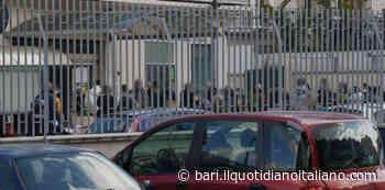 Coronavirus Bari, assembramento al discount di Carbonara: i vigli non bastano a far rispettare la distanza - Il Quotidiano Italiano - Bari