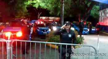 Policiais Militares homenageiam funcionários de hospital em Resende - Diario do Vale
