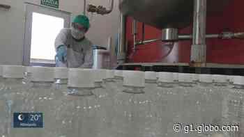Indústria de cachaça de Pirassununga passa a produzir álcool 70% para doar a hospitais - G1