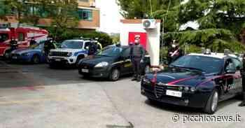 Camerino e Civitanova, le forze dell'ordine omaggiano i sanitari dei Covid-Hospital (VIDEO) - Picchio News