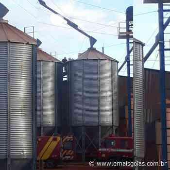 Bombeiros resgatam homem que caiu em silo de grãos em Goiatuba - Mais Goiás