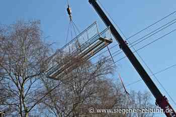 Stahl ersetzt morsches Holz: Neue Brücke über der Netphe - Siegener Zeitung