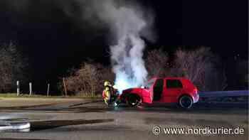 Feuerwehreinsatz: Pkw fängt bei Altentreptow Feuer | Nordkurier.de - Nordkurier