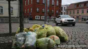 Nächste Abfuhr am 8. Januar: Gelbe Säcke verunzieren Altentreptow | Nordkurier.de - Nordkurier