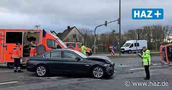 Langenhagen: Notarztfahrzeug kippt nach Unfall auf die Seite - Hannoversche Allgemeine
