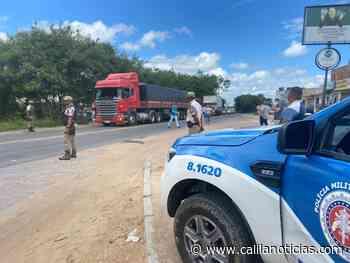 Serrinha – PM e PRF distribuem refeições para caminhoneiros em rodovia - Calila Notícias