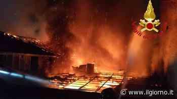 Caronno Pertusella, incendio nel centro storico: distrutto cascinale/ FOTO - IL GIORNO